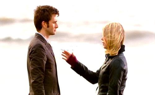 Doctor Who Doomsday Gif doomsday-doctor-rose-beach2